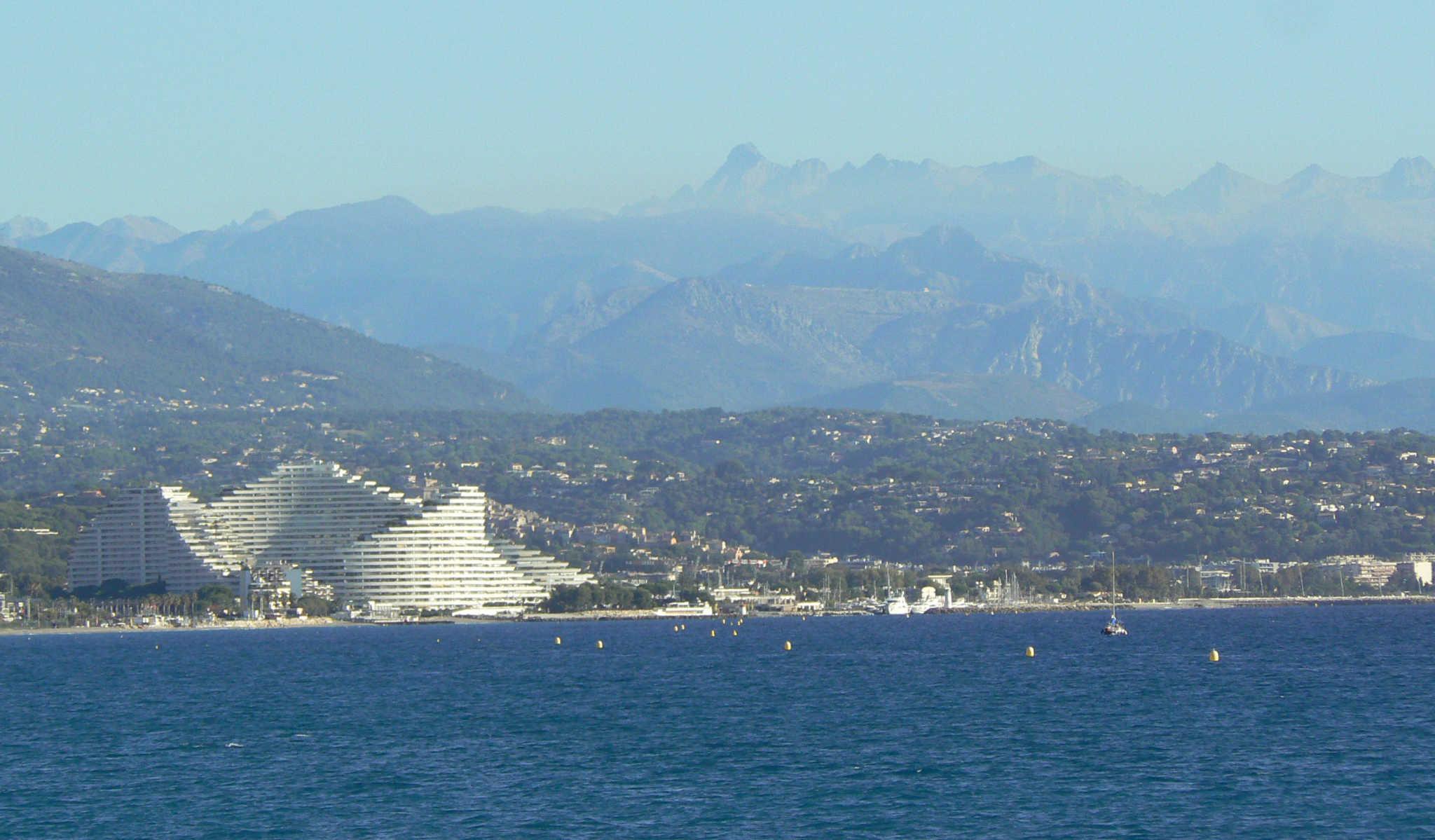 Villeneuve-Loubet_Marina_Marquise_des_Anges_Immeuble_Amiral_@J. Vincent